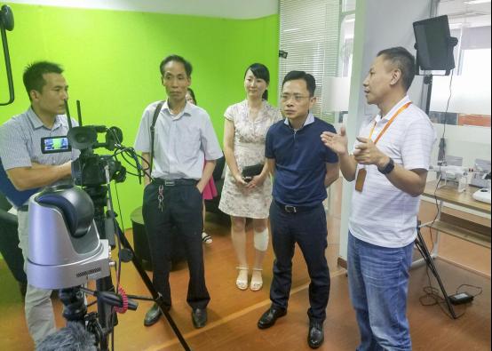 西湖区科技局副局长张国忠一行走访调研趣看科技